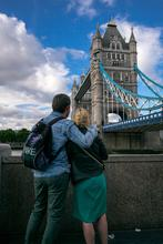 kissing* London